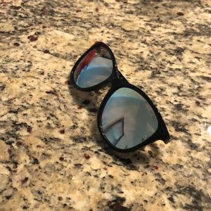Mirrored guess sunglasses